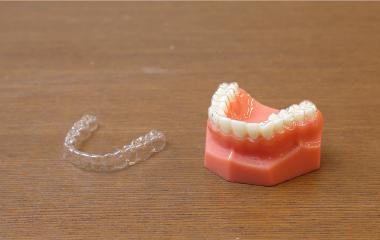 マウスピース型 カスタムメイド矯正歯科装置 (インビザライン)
